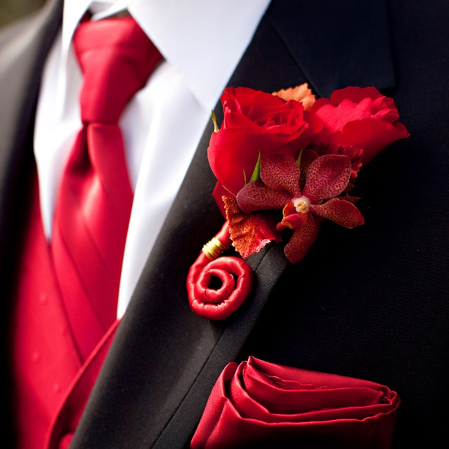 Dan really played up the red for his wedding day look! A crimson pocket square and a boutonniere