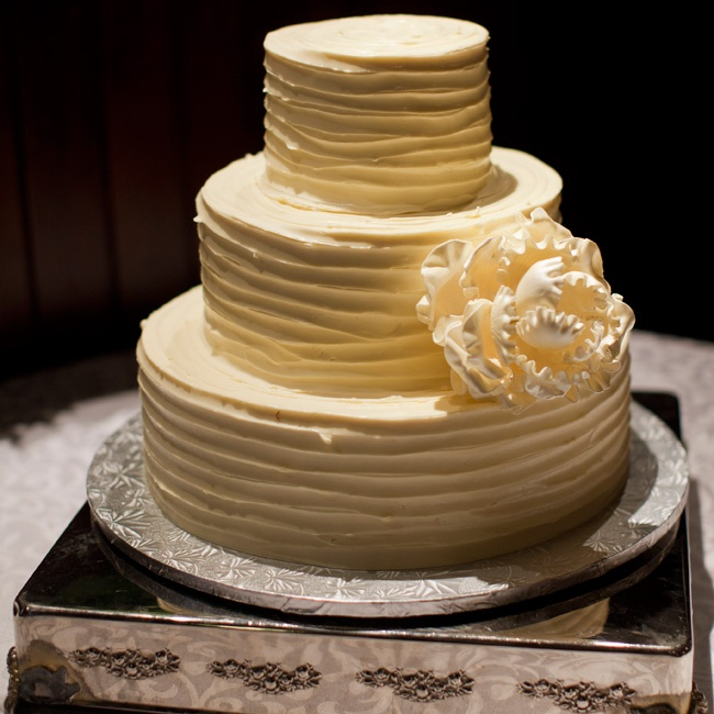 The couple's buttercream wedding cake had two flavors: Smith