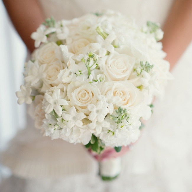 White Wedding Flowers: 301 Moved Permanently