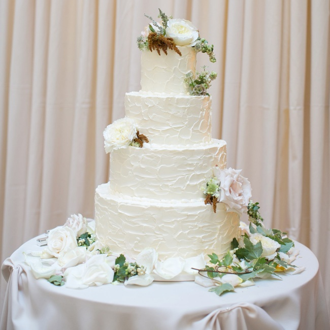 Because they couldn't decide on one cake flavor, Courtney and Gavin's buttercream cake had three: carrot, lemon and almond.