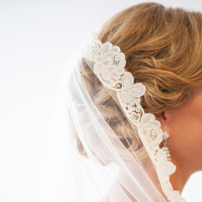 "Sarah's ""something borrowed"" was a vintage veil that belonged to her mother."