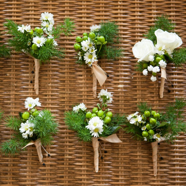 Springeri, delicate white daisies and green coffee berries made up the rustic boutonnieres.