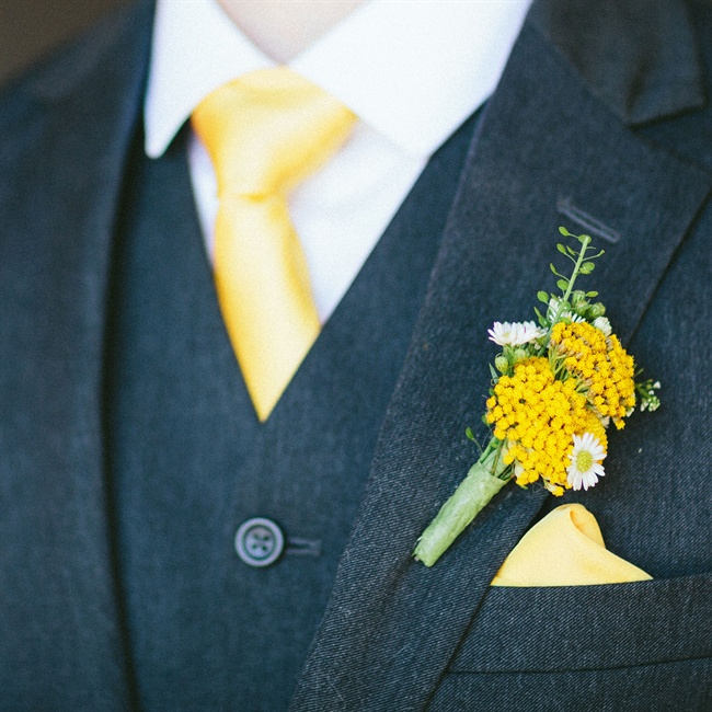 Groomsmen wore boutonnieres of yellow fernleaf yarrow flowers and white daisies.