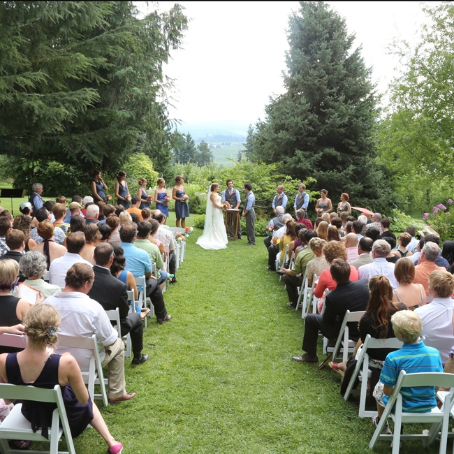 Guests enjoyed the amazing mountain views of Mt. Hood during the outdoor ceremony.