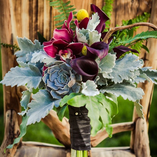 Becki chose a beautiful purple and green bouquet to fit with the outdoor garden aesthetic.