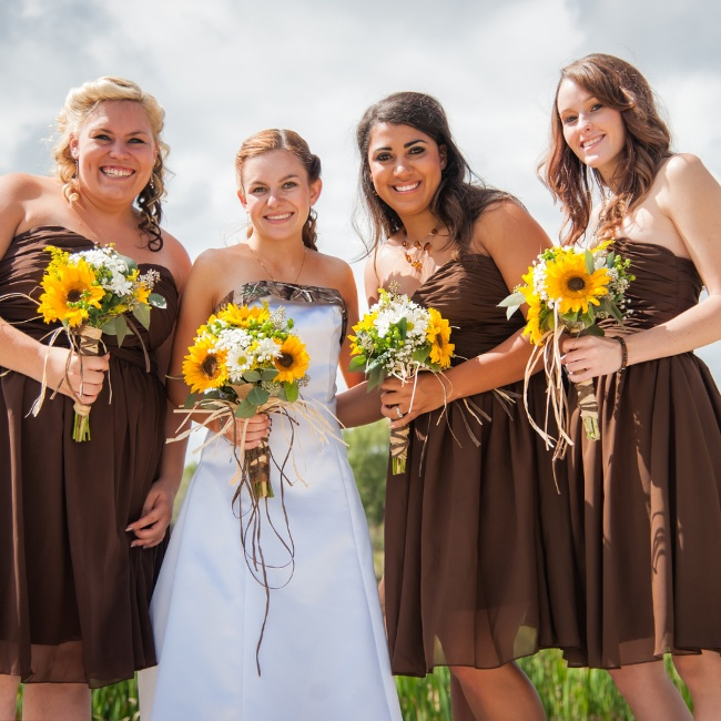 Tayler and her bridesmaids carried gorgeous sunflower and daisy bouquets wrapped with dark twine detailing.