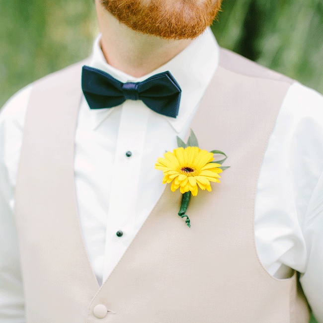 A single bright daisy is the perfect option for cheerful summer boutonnieres.