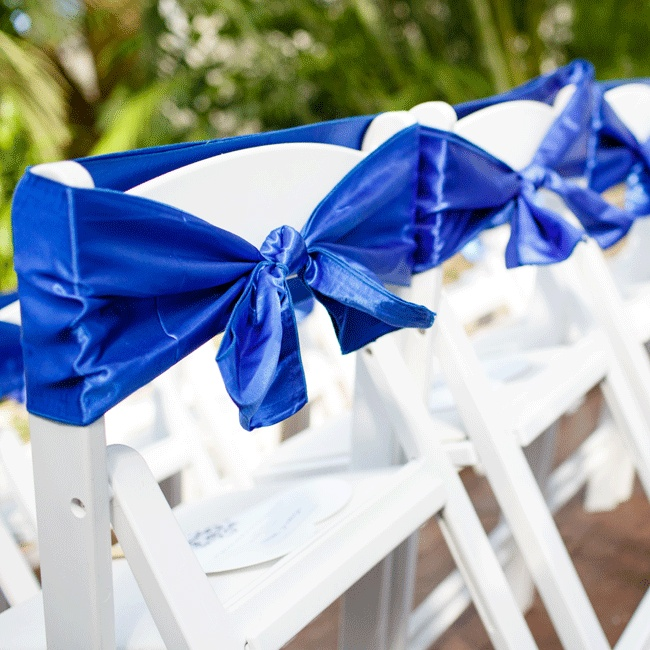 Royal blue bows dressed up the white ceremony chairs.