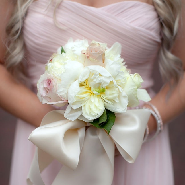 The sweet bridesmaid bouquets were wrapped with oversized satin ribbon.