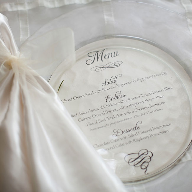 Circular ivory cards fit within the refined place settings and matched the traditional linens.