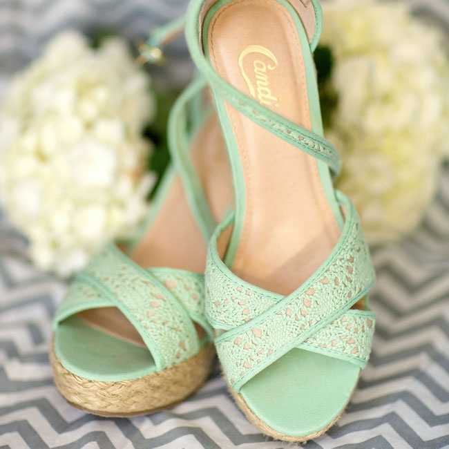 Jenna's casual summer wedges were not only comfortable but also matched her mint color scheme, making them the perfect unexpected find.