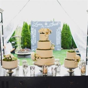 Elegant Moss-Lined Cake