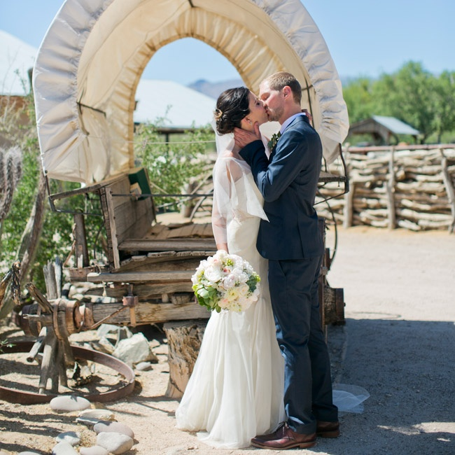 Before the ceremony, Anja and Ben took photos in and around Tanque Verde Guest Ranch.