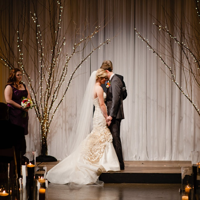 Ivy and Hunt took the woodland trend and made it modern with a treelit ceremony in a modern space.