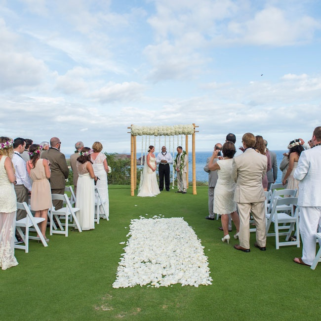Loose, white petals lined the outdoor ceremony aisle.