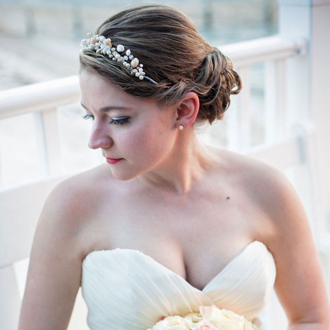 Lindsay made a fabulous fashion statement with a pearl and crystal headband to complete her soft updo.