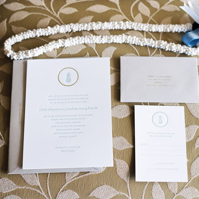 Reimi and Jonathan chose white letterpress invitations with pale blue ink. Pineapples and gold accents added a tropical element to the invitations.