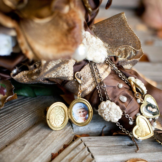 In remembrance of her grandparents, Caitlin hung small golden lockets holding their photos from her bouquet wrap as a reminder that they were with her on this memorable day.