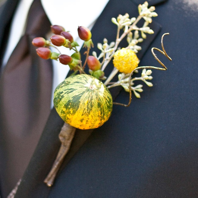 Mark stayed true to the rustic autumnal theme by incorporating red coffee berries, yellow craspedia and a tiny Moroccan fairy squash.