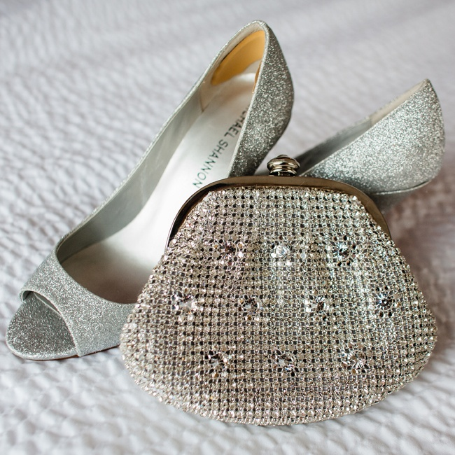 Glittery, silver peep-toe pumps added a glam touch to Sarah's look.