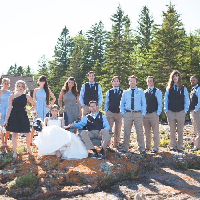 The couple committed to their nautical theme and kept the bridal party in shades of blue.