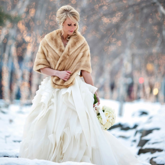 Lindsay kept warm in her strapless Vera Wang gown with a seasonal fur stole.