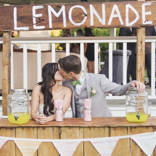 A vintage lemonade stand offered up an array of refreshing summer beverages served in mason jar drink dispensers.
