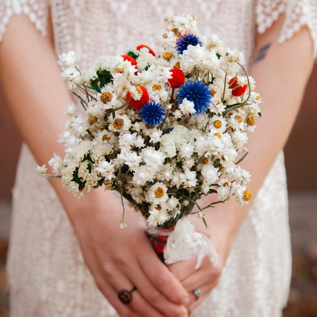 To go with the vintage feel of the wedding, Susie carried a dried flower bouquet with billy balls, lavender, thistle, ammobium and sinuata statice. She ordered the flowers from Superior Craft Supply and she and her sister arranged the flowers into bouquets.
