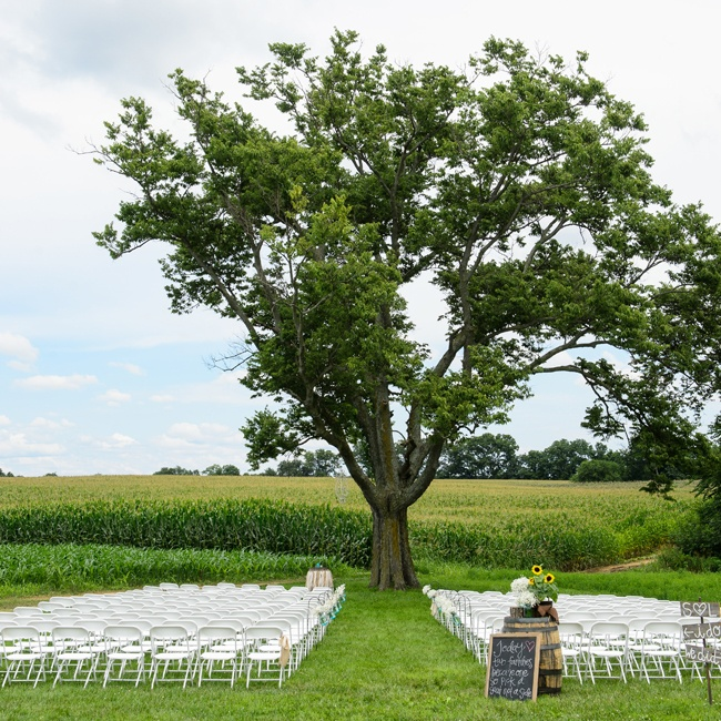Acres of countryside and a majestic old-growth tree created a stunning backdrop for the couple's ceremony.