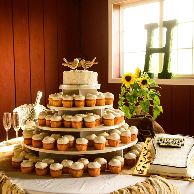 Guests were treated to a tower of perfectly frosted cupcakes.
