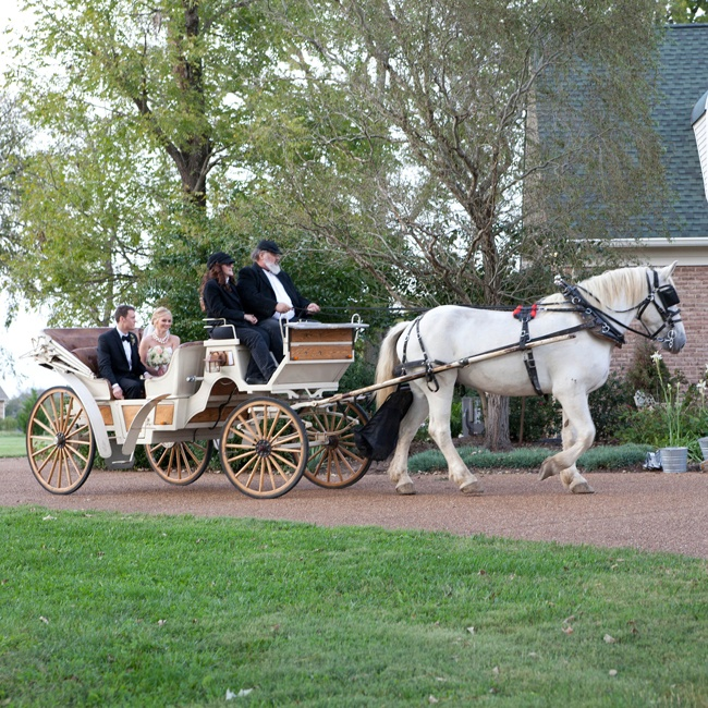 The bride and groom took an old-fashioned carriage ride between the ceremony and the reception.