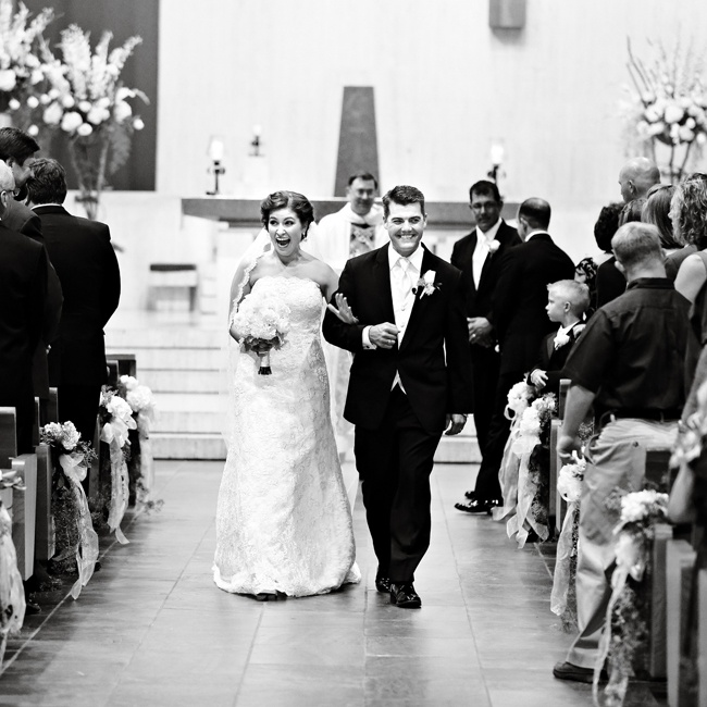 Holly and Brian held their traditional church ceremony at St. Joseph's Cathedral in Baton Rouge, LA.