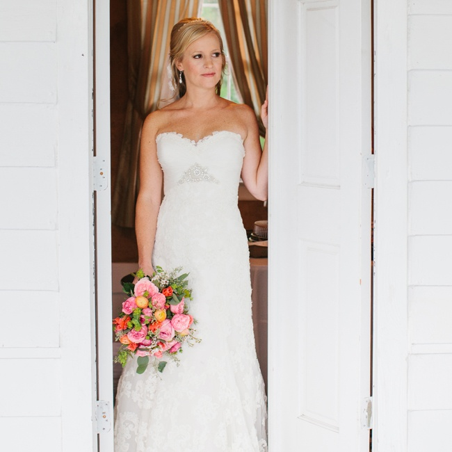 Jessica wore an elegant A-line gown with embroidered lace overlay. The dress featured a sweetheart neckline, draping at the bodice and beaded embellishments.