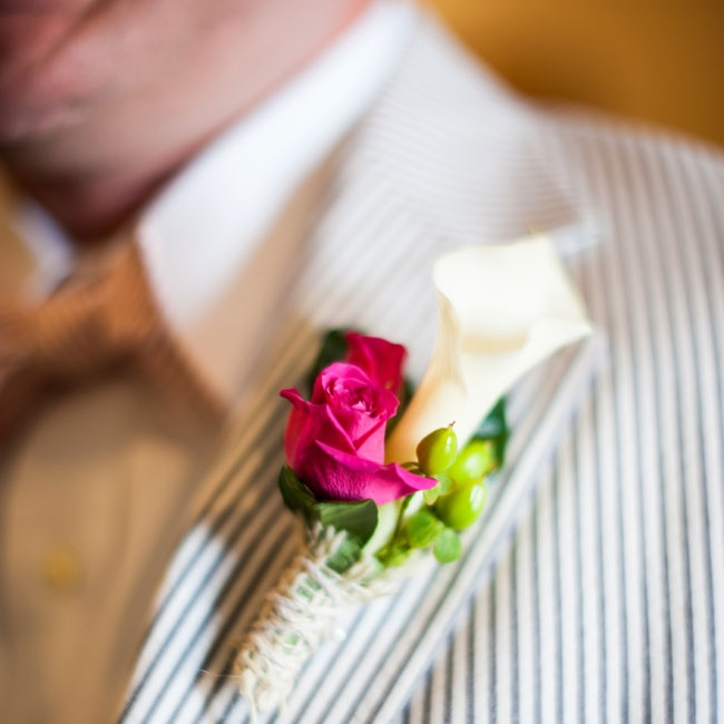 Sean wore a calla lily and rose boutonniere on the lapel of his seersucker suit.
