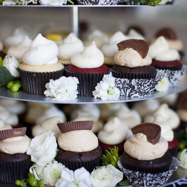 In lieu of traditional cake, guests indulged in cupcakes in an array of flavors including vanilla, red velvet and chocolate peanut butter.