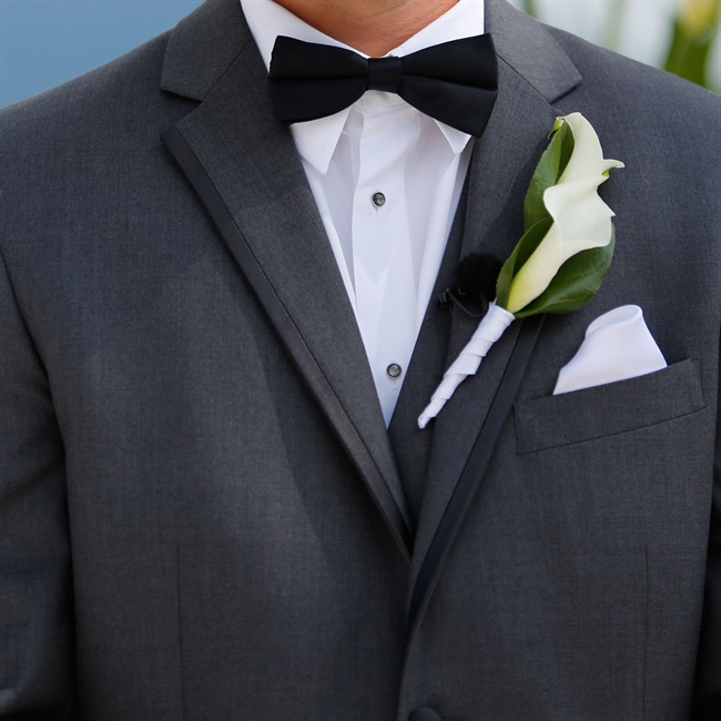 Calla lily boutonnieres were the perfect complement to the clean lines of the groomsmen's tailored suits.