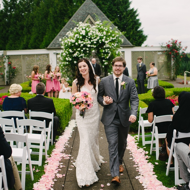Geoff looked dapper in a gray Hugo Boss suit and skinny black tie as he and Sarah made their way to the reception.