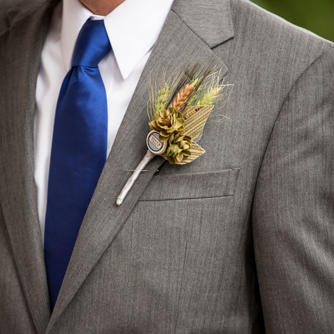 Mike put a fun spin on his rustic boutonniere by adding a personalized bottle cap to the small bundle of wheat and pinecones.
