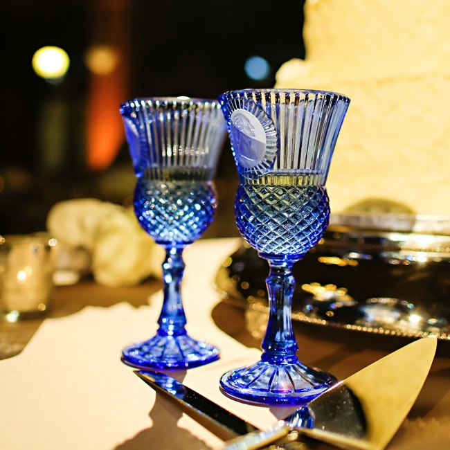 Instead of traditional champagne flute, the couple picked out a pair of blue Art Deco inspired wine glasses.