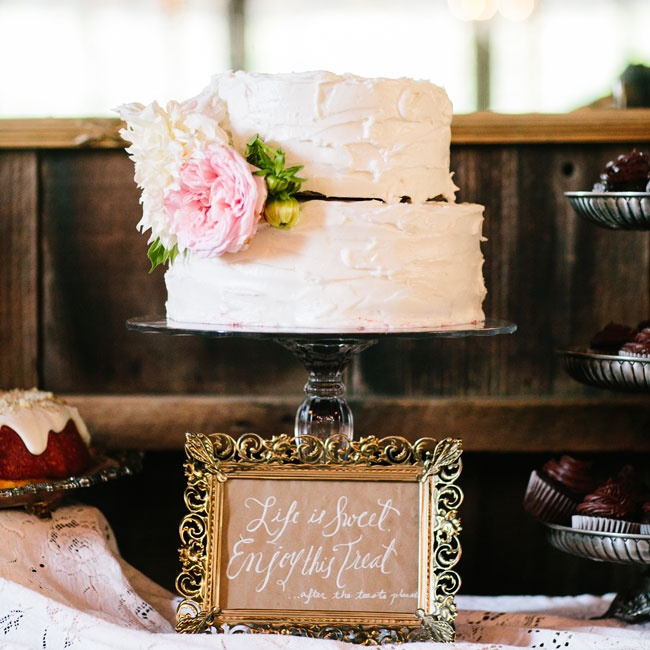 The couple served an assortment of desserts following dinner. A simple buttercream cake with a bright pink peony accent was kept for the traditional cake cutting.