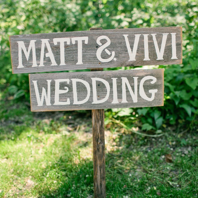 A sign with the couple's names pointed guests in the direction of their ceremony.