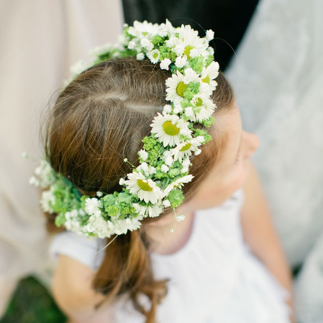 The flower girl wore this crown of daisies around her head for the ceremony.