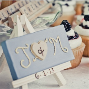 Miniature Easel Centerpiece