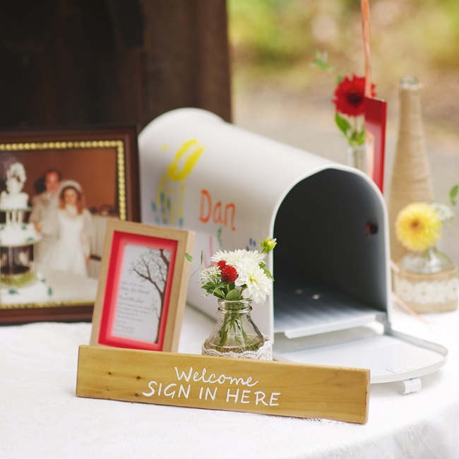 Jessica and Dan created their own DIY mailbox for guests to leave personalized letters inside of.