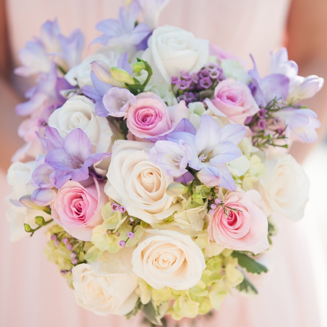 Lindsay's bridesmaids carried beautiful pastel bouquets made up of roses, viburnum, and various other flowers.