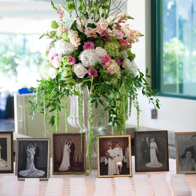 Lindsay and Mark displayed beautiful old wedding photos from their ancestors at their reception as decoration. The black and white photos were an extra romantic detail on the table with the escort cards.