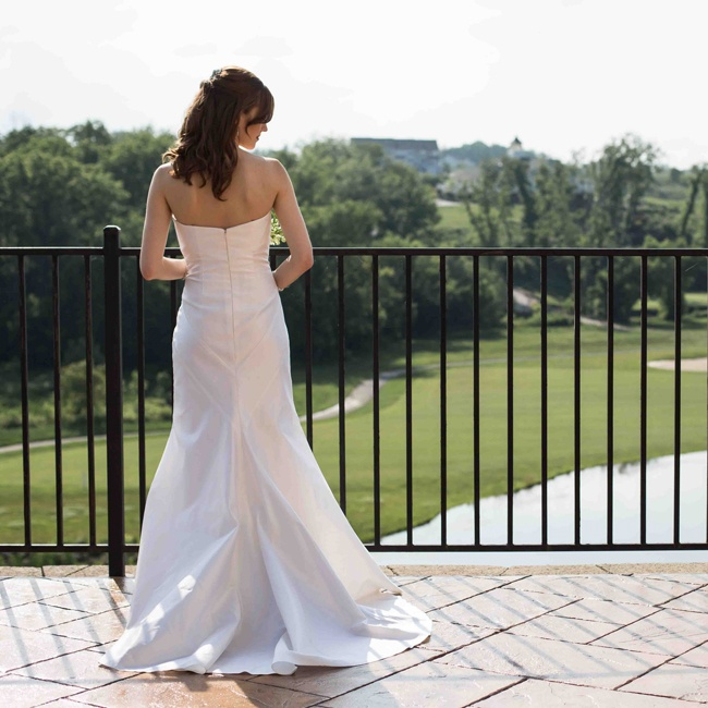 Shannon chose a strapless shantung silk Nicole Miller gown in a mermaid style for her bridal look.