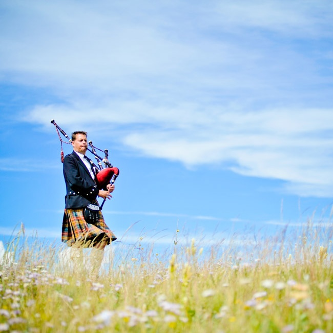 Molly walked with her father down the aisle with music played by a bagpiper.