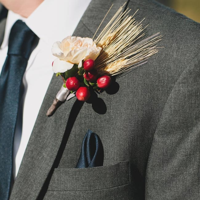Jon and his groomsmen wore boutonnieres made from deep red hypernicum berries, ivory roses and wheat, for a rustic, autumnal look.