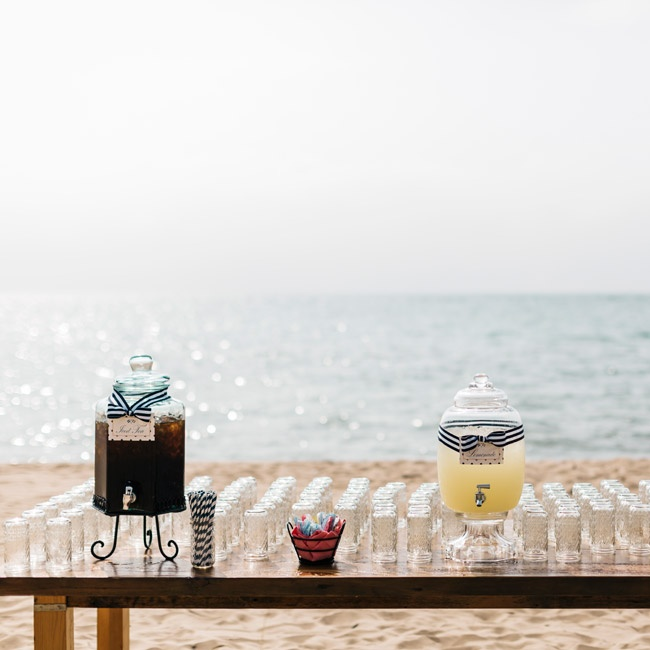 It was important to Jamie and Ryan that their guests were comfortable during the ceremony. At the entrance, they laid out a spread of refreshing drinks for guests to enjoy.
